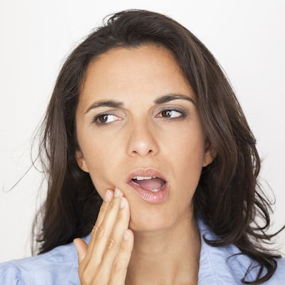 Image of a woman showing the symptoms of periodontal disease